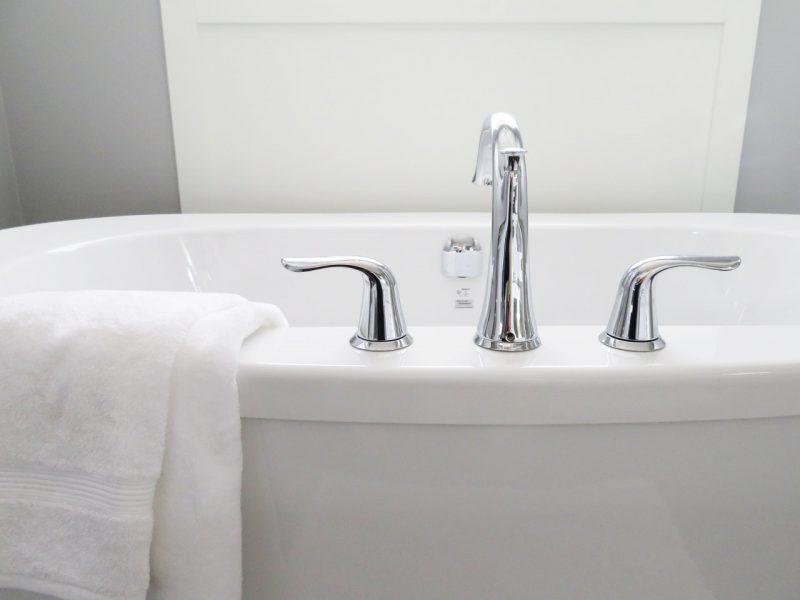 bath-bathroom-bathtub-534116.jpg